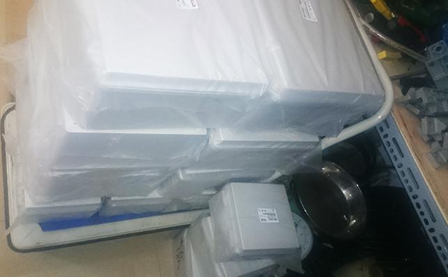 http://emro.com.vn/pic/Product/tu-dien-nhua-chong-tham-Hibox-2.jpg