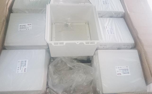 http://emro.com.vn/pic/Product/tu-dien-nhua-chong-tham-Hibox.jpg